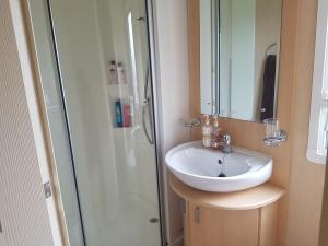12M-willerby-winchester-bathroom