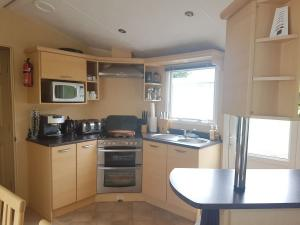 12M-willerby-winchester-kitchen