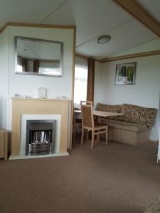 49M-carnanby-melrose-livingroom