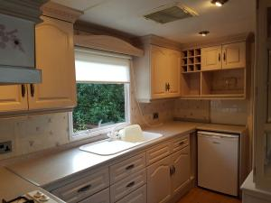 6TC-Wilerby-Atlas-sherwood-kitchen