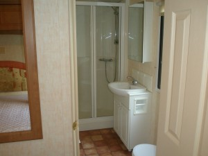 74LM-Willerby-countrystyle-bathroom