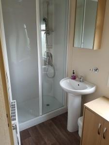 92LM-carnaby-cascade-bathroom