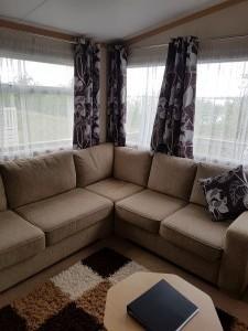 92LM-carnaby-cascade-livingroom