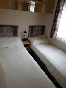 92LM-carnabycascade-twinroom