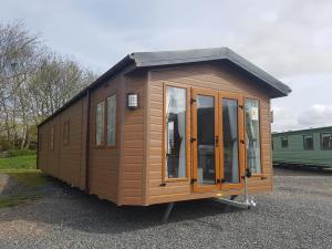 willerby sheraton lodge side